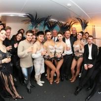 2017_18 Crazy Palace, Finale. Backstage - gemeinsame Freude des Teams - Quelle Gustai_Pixelgrün (1)
